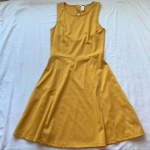 💕3/$25💕H&M Fit Flare Mustard Yellow Dress Small
